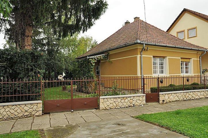 Cosy rustic house with garden - Dombóvár