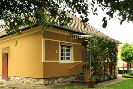 Yellow House - close to Gunaras spa - Dombóvár