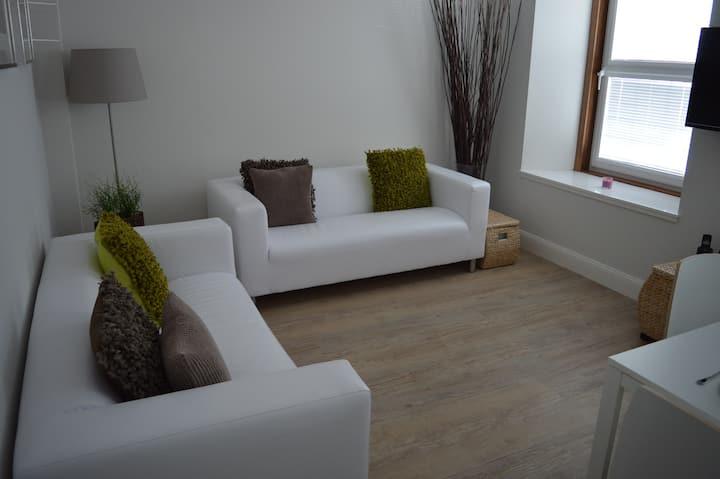 Clean & Stylish City Centre Apartment