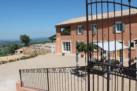 Mas neuf avec piscine chauffée pour 10 personnes - Sainte-Cécile-les-Vignes - Casa