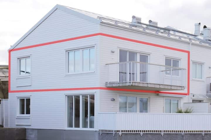 Nyproducerad lägenhet på Smögen med parkering