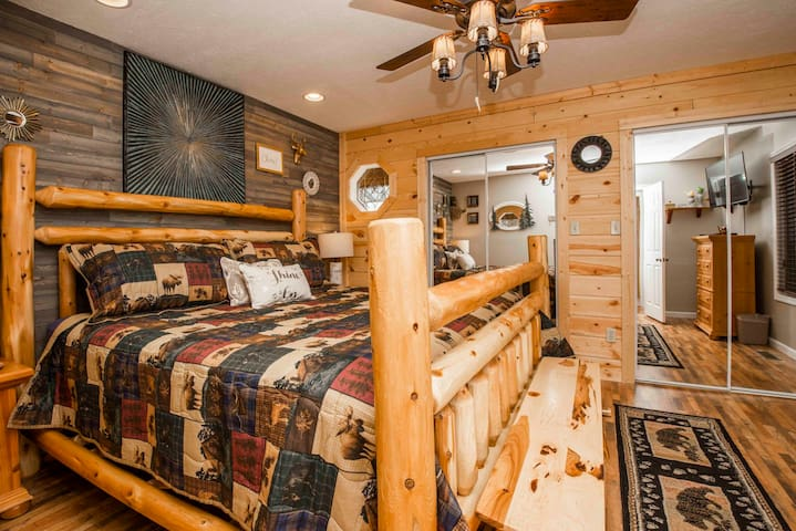NEW LISTING! ◄Pigeon Forge Cabin - GSMNP►