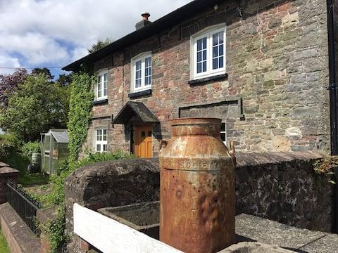 Oszałamiający charakterystyczny domek w wiejskiej Walii.