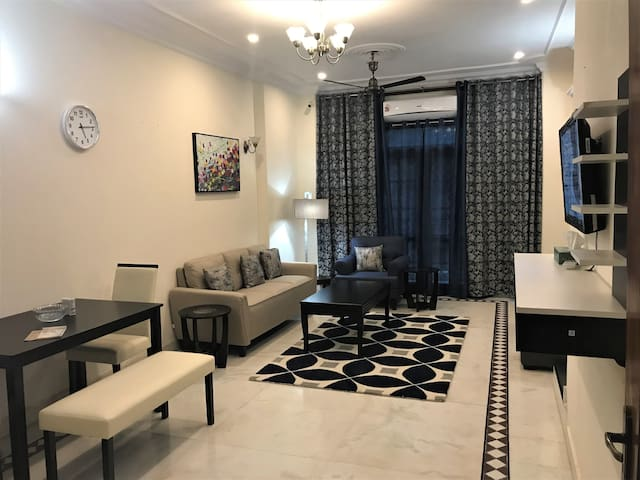 Private Queen Bedroom+Bath in South Delhi, GK 1