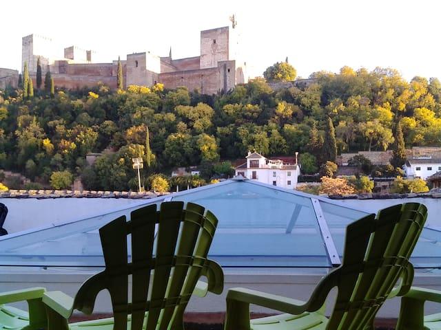 terraza comun frente a la Alhambra