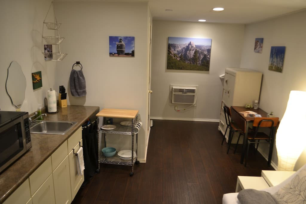 Urban Cabin in Florence Park. Comfortable & fully furnished with stocked kitchenette.