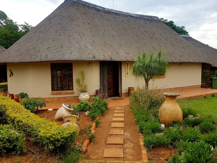 Buthule guesthouse situated @ crocodile river bank