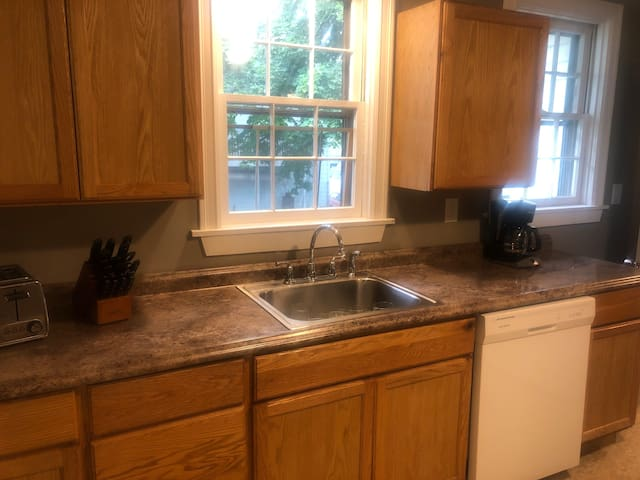 West End, 2 Bed, Parking Spot! 2nd Floor