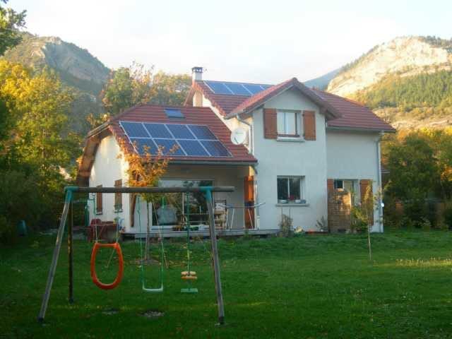 Maison traditionnelle 140 m² avec terrain ombragé - La Roche-des-Arnauds - Dům