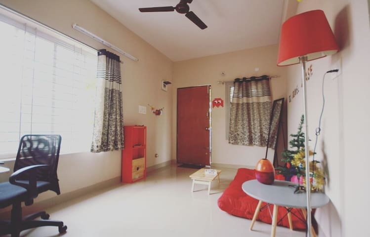 YOUR ARTSY APARTMENT IN KORAMANGALA - Bengaluru - Apartment