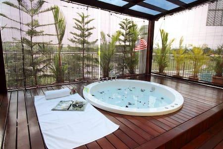 2-Bedroom Suite With Private Sky Garden & Jacuzzi - Klang - Boutique hotel - 2