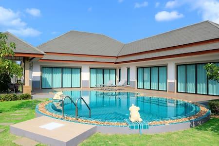 Baan dusit pattaya 1000㎡ pool villa