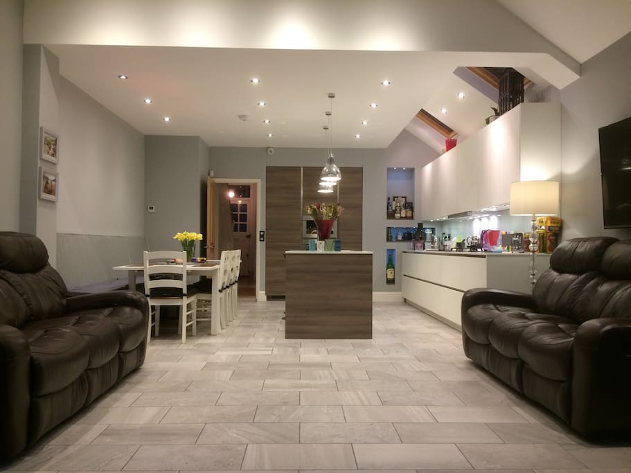 Kitchen, diner & sofas