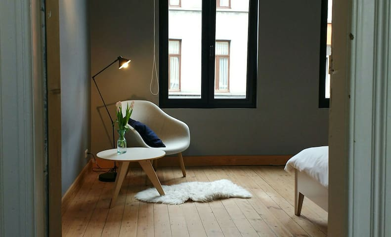 Tweepersoonskamer in stadswoning - 安特衛普(Antwerp) - 獨棟