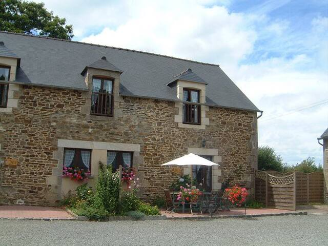 Abricot Gite at La Lohuas, sleeps 7 with two bathrooms and downstairs WC