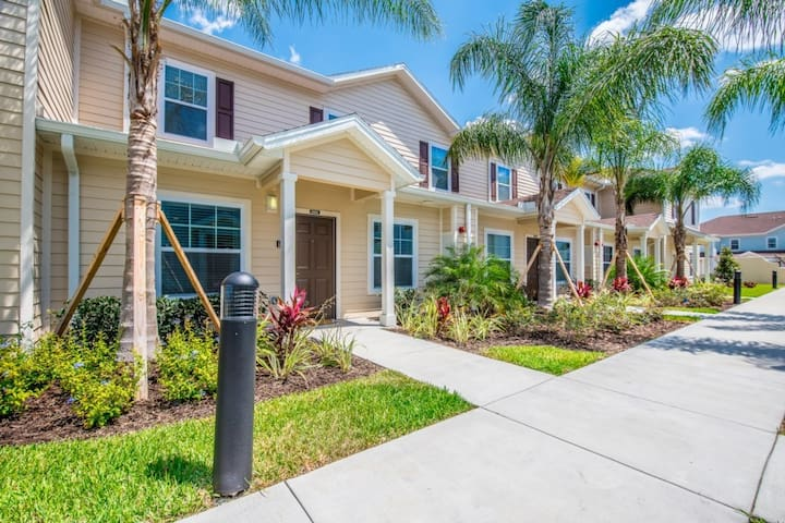 FANTASTIC 3B2B TOWNHOME 8 MINUTES TO DISNEY 8986
