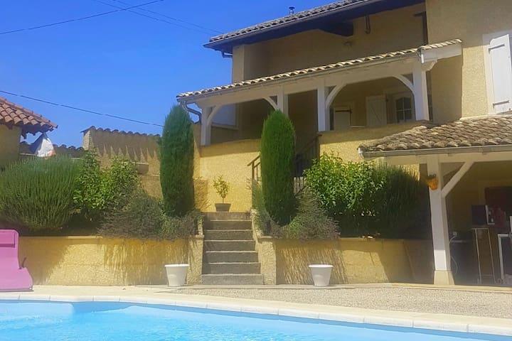 Maison provençale en Beaujolais (piscine,pétanque)