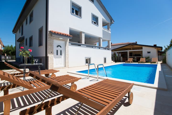 Big modern apartment for 7 people with pool!