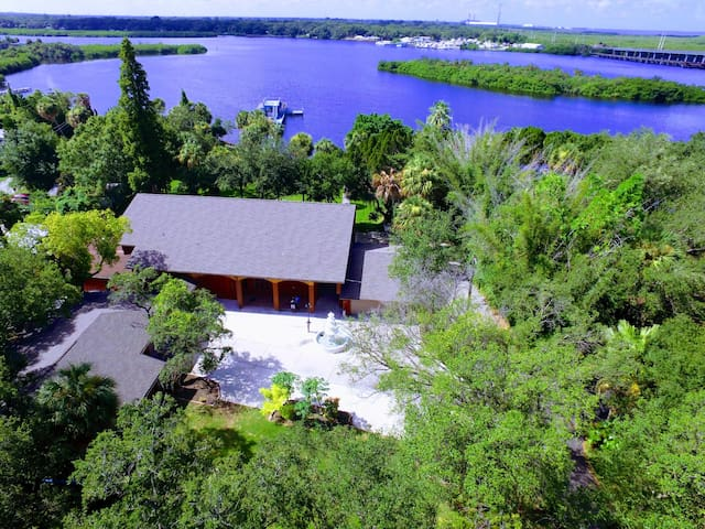 Amazing Alafia River House!  Huge!  9 bedrooms!