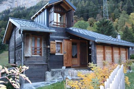 Le charme d'une grange rénovée à 7min de Leukerbad - Inden - 牧人小屋