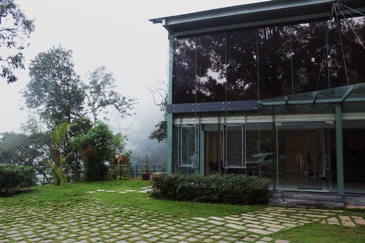 Hubloft | 3 Br Glass House