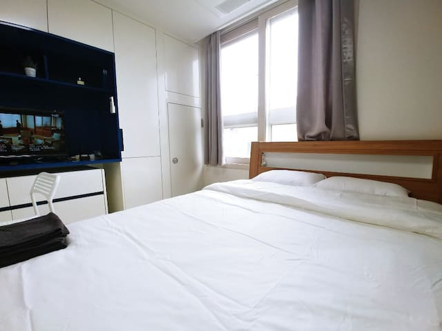[Hongdae Main Street /ALL NEW/COZY/GIGA WIFI FREE]