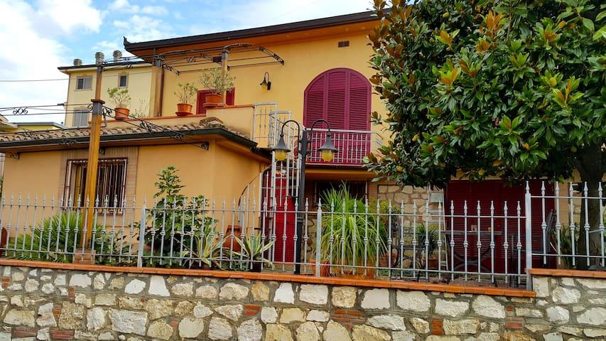 Villetta con giardino nel cuore della Toscana 2 - Foiano della Chiana - วิลล่า
