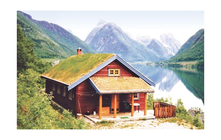 Holiday cottage with 3 bedrooms on 80 m² in Fjærland