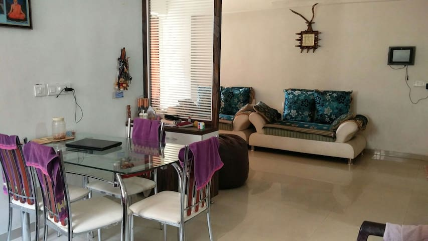 Gujju Family room - Ahmedabad - Daire