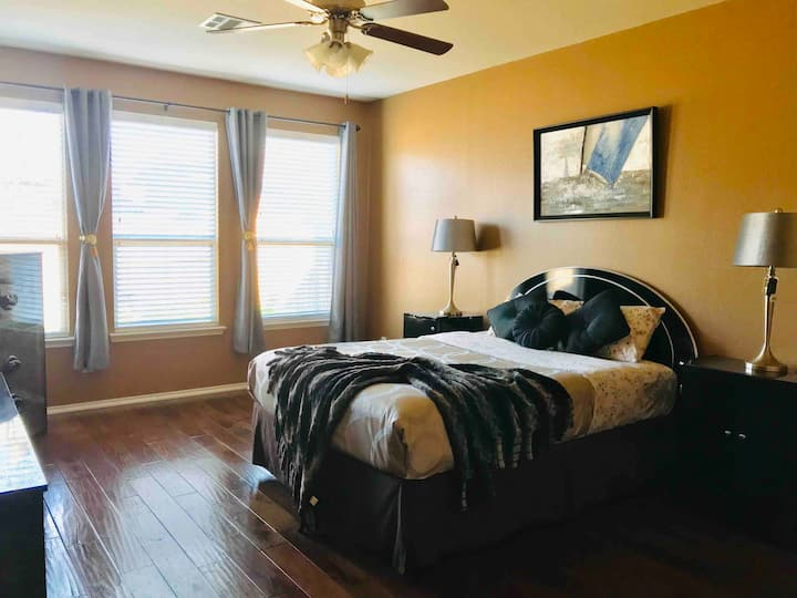 Very Spacious Master bedroom/private bathroom