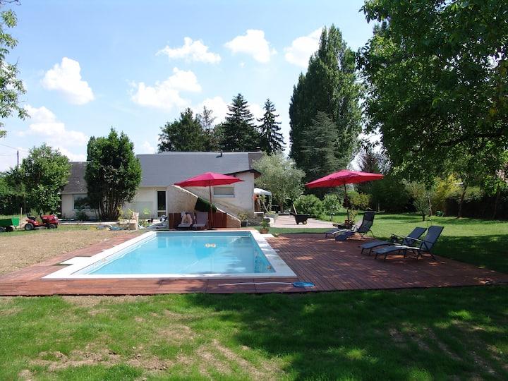 Grande villa au calme, piscine et aussi avec lbc