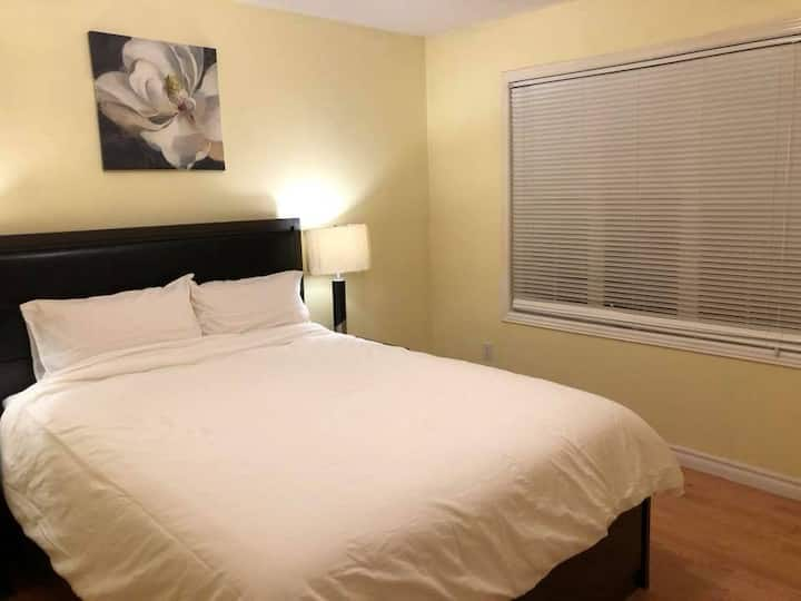 Clean and peaceful private bdrm in Richmond Hill