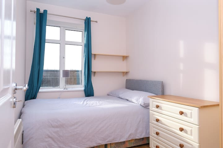 2DNC3 Single room in residence close to centre
