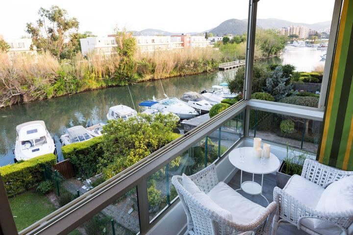 Grand studio ensoleillé reposant face à la rivière