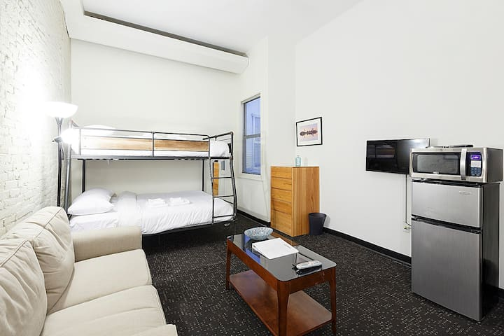 302 Boston Studio Sleeps 3-Book Now!