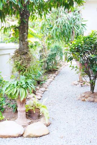 CHARMING COLONIAL HOME NEAR THE BEACH - Dehiwala-Mount Lavinia - Bed & Breakfast