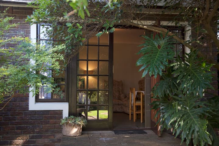 Secluded garden cottage, Durbanville