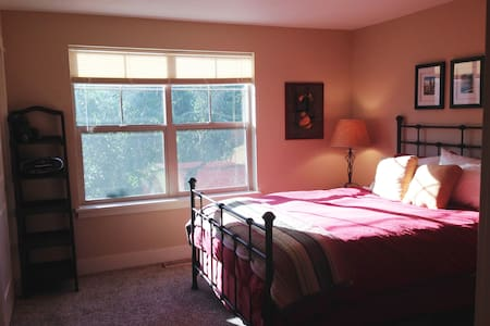 Private Upstairs Bed/Bath Retreat - Eugene - House