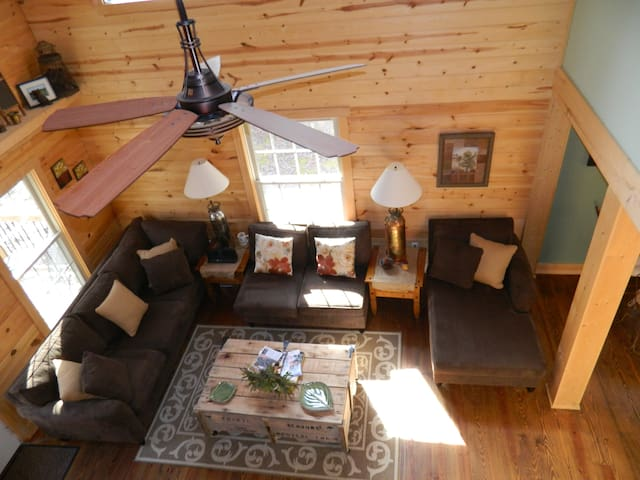 Rustic Retreat Near Wineries - Dahlonega - Hytte