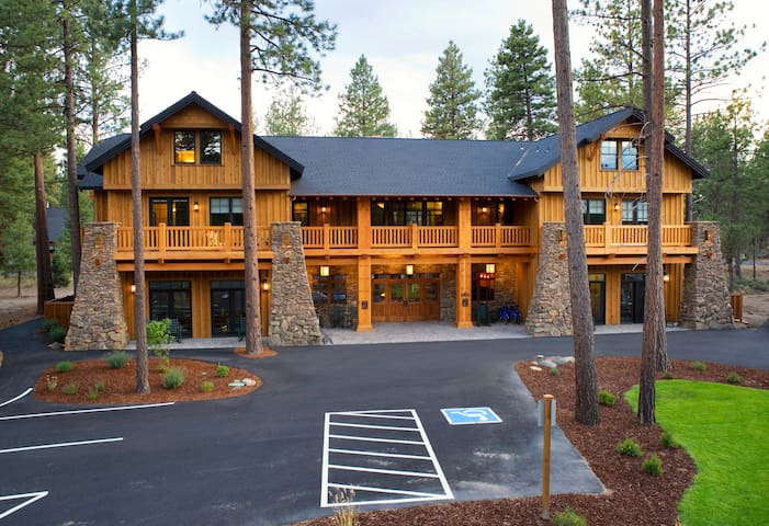 Stop by the main lodge to check out our complimentary nightly wine & beer reception, bike rentals*, pool*, gift shop, DVD collection and library!  *seasonal