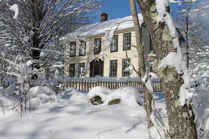 Antique colonial in the hilltowns of western Ma. - Huntington - Huis