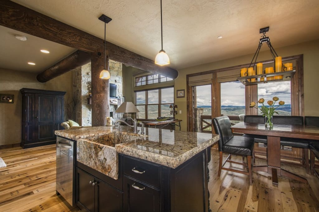 Open floor plan is great for spending time with family and friends!