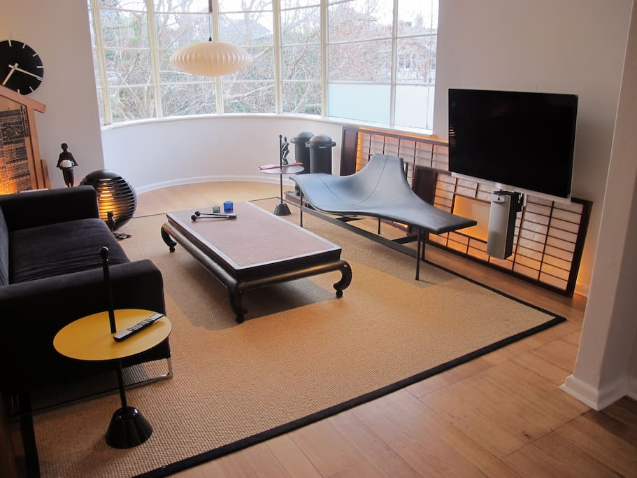 Lounge room, B&B Italia sofa, Bang & Olufsen tv, Sonos sound system