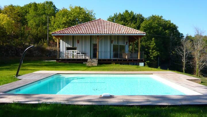 Superbe maison bois, déco soignée, piscine au sel