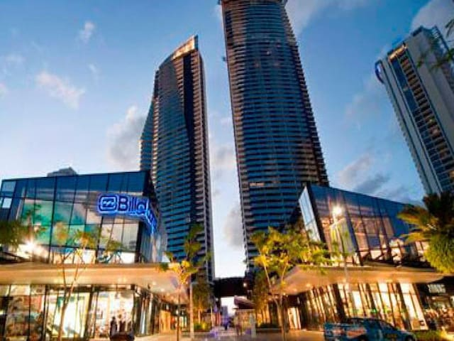 CIRCLE ON CAVILL CENTRAL SURFERS PARADISE