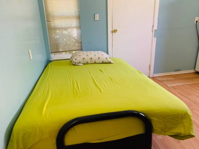 H7 Cheap private small room[have a lockOWN toilet]