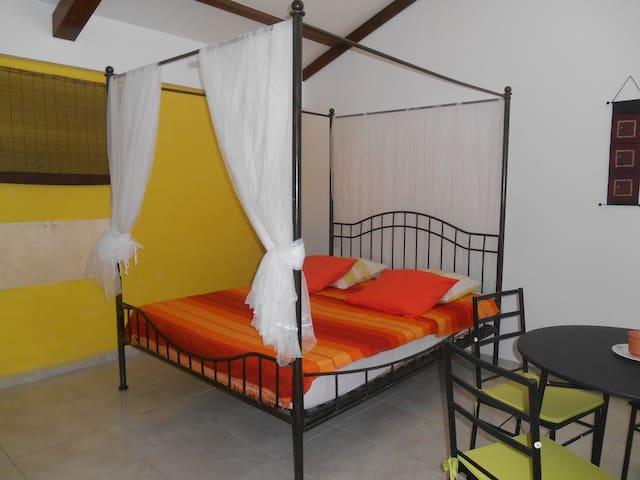 studio avec terrasse et jardin, route de Bologne - Basse-Terre