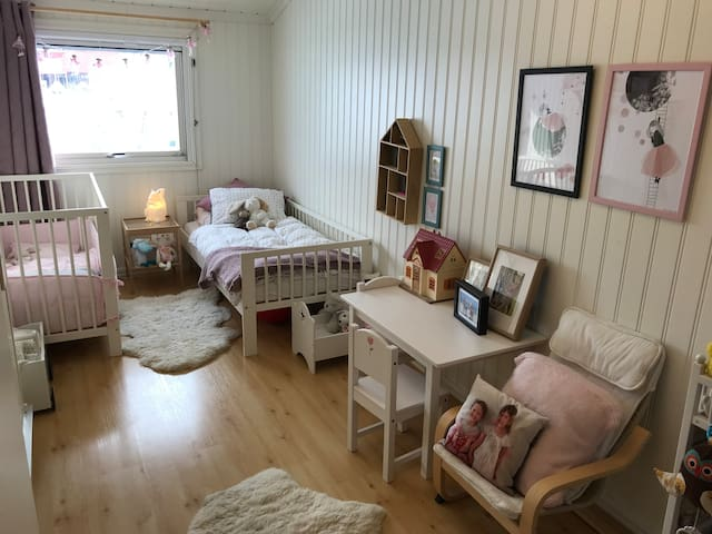 Kids bedroom with a crib and toddler bed.