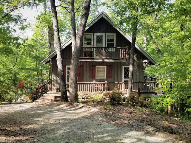 The Cozy Cabin on Lake Hartwell