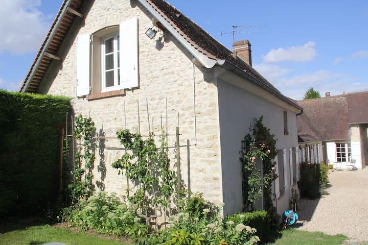 Charmante Fermette du Vexin Normand à 1 h de Paris - Fours-en-Vexin - House